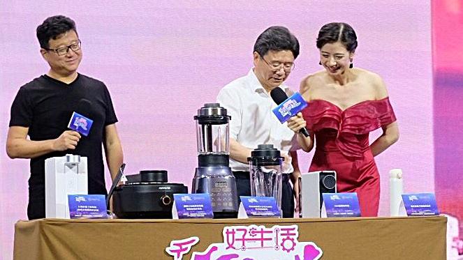 """副市长陈炳荣和丁磊联手为""""宁波制造""""直播带货"""